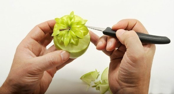 foto12 Карвинг из фруктов: виды поделок и пошаговая инструкция