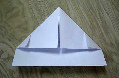 korablik10 Кораблик из бумаги. Как сделать кораблик из бумаги — пошаговая инструкция с фото