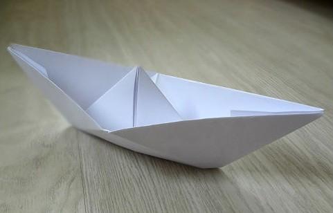 korablik17 Кораблик из бумаги. Как сделать кораблик из бумаги — пошаговая инструкция с фото