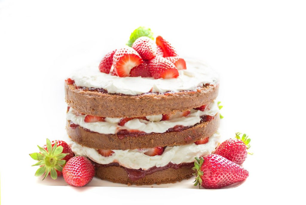 ягоды на торте