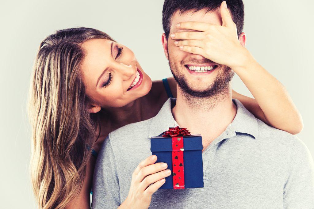 Девушка в подарок мужчине