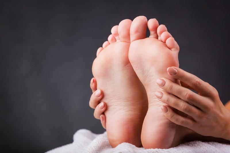 Как лечить потрескавшиеся пятки в домашних условиях